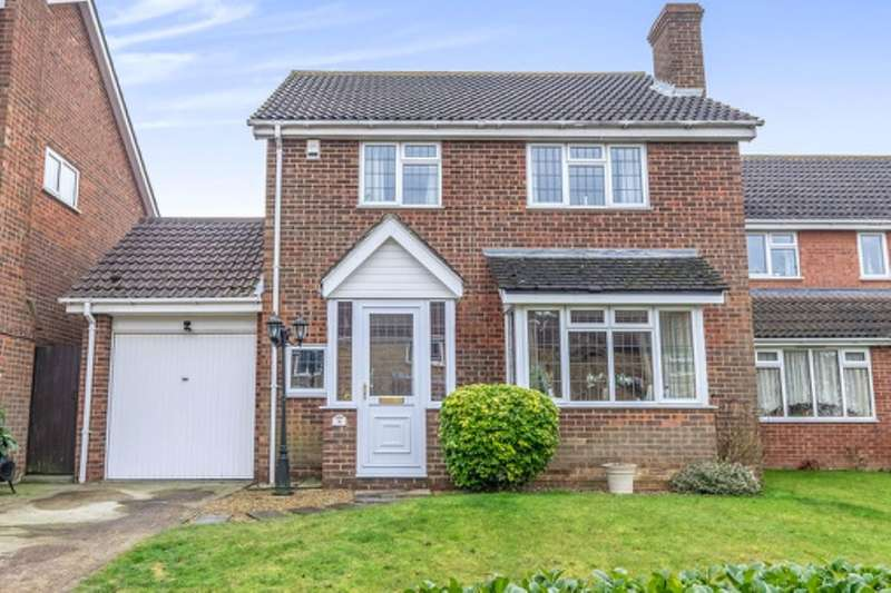 4 Bedrooms Detached House for sale in Stanley Road, Chatham, ME5