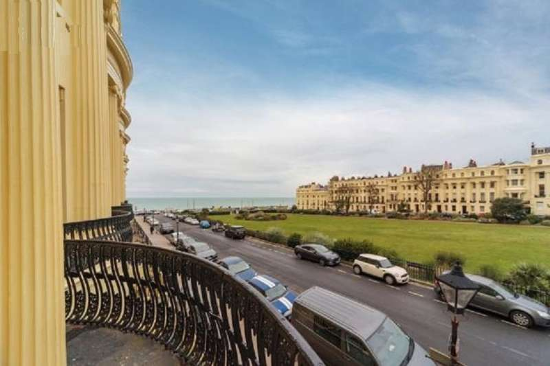 3 Bedrooms Flat for sale in Brunswick Square, Hove