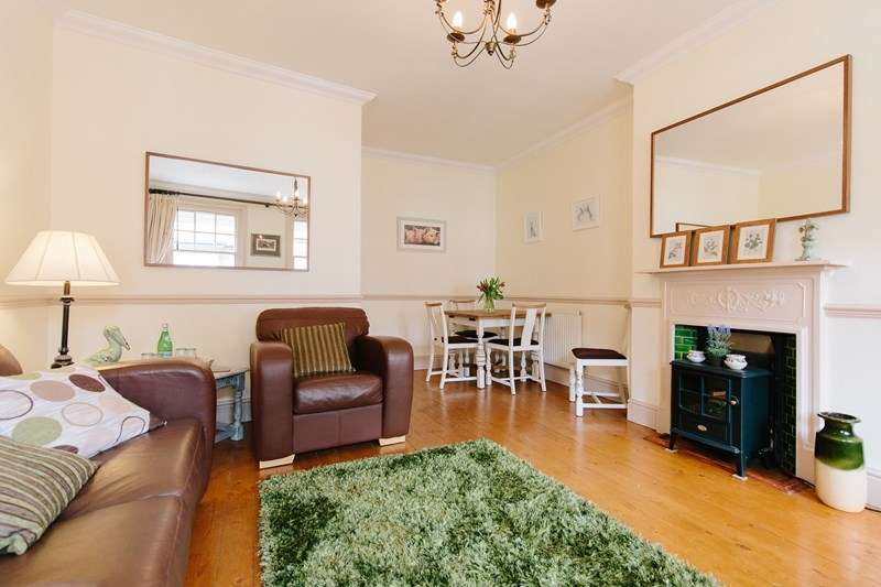 2 Bedrooms Maisonette Flat for sale in Brookley Road, Brockenhurst
