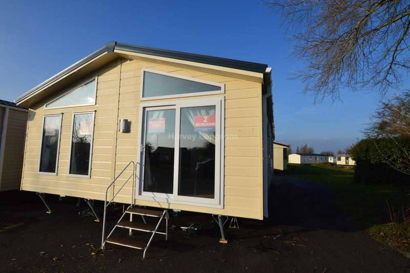 2 Bedrooms Caravan Mobile Home for sale in Chichester Lakeside Holiday Park, Vinnetrow Road, Chichester