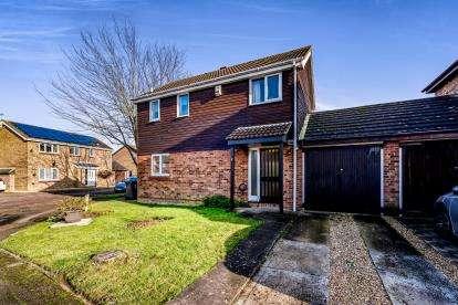 3 Bedrooms Link Detached House for sale in Churnet Close, Bedford, Bedfordshire, .