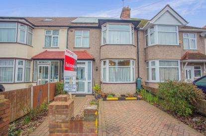 3 Bedrooms Terraced House for sale in Cranleigh Gardens, Southall, Middlesex