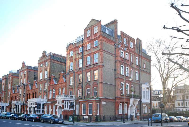 1 Bedroom Flat for sale in Harrington Gardens, South Kensington, SW7