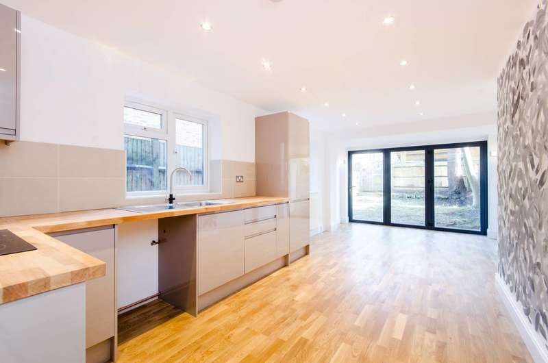 2 Bedrooms Flat for sale in Ellison Road, Streatham, SW16