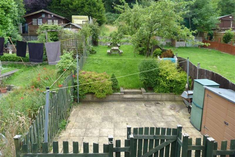 3 Bedrooms Terraced House for sale in Manchester Road, Milnsbridge, Huddersfield