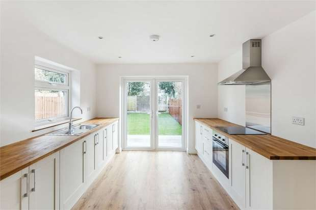 3 Bedrooms Semi Detached House for sale in Molesey Road, Hersham, WALTON-ON-THAMES, Surrey