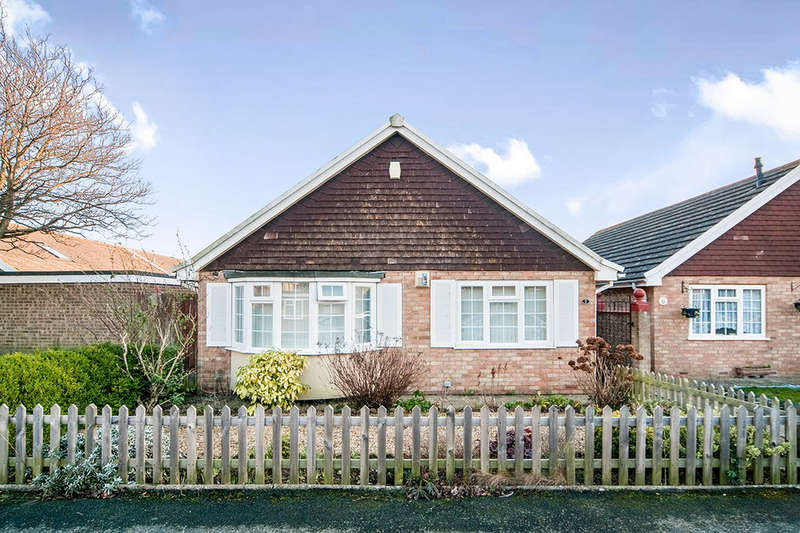 2 Bedrooms Detached Bungalow for sale in Stevenson Close, Eastbourne, BN23