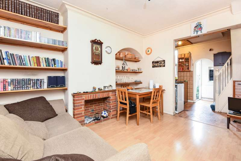 2 Bedrooms House for sale in Cowick Road, London, SW17