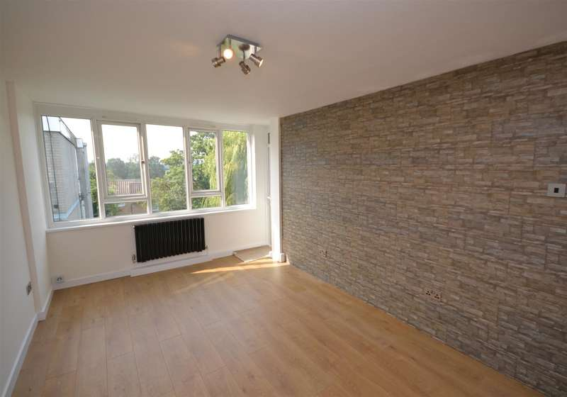 2 Bedrooms Apartment Flat for sale in Ashbourne Court, Ashbourne Close, North Finchley, London, N12
