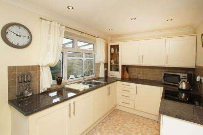 2 Bedrooms Bungalow for sale in Common Road, Thorpe Salvin, Worksop, South Yorkshire