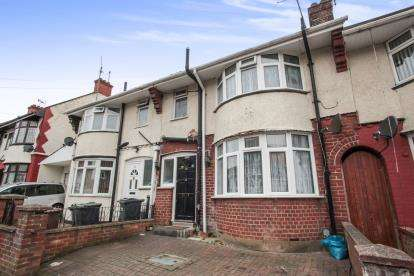 3 Bedrooms Terraced House for sale in St. Mildreds Avenue, Luton, Bedfordshire