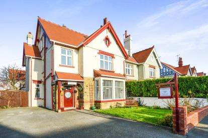 8 Bedrooms Hotel Commercial for sale in St. Marys Road, Llandudno, Conwy, North Wales, LL30