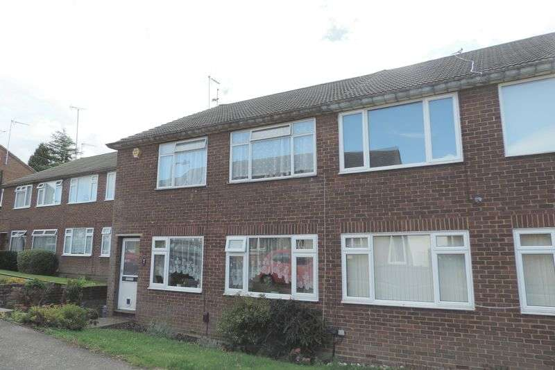 2 Bedrooms Flat for sale in St. Vincents Way, Potters Bar