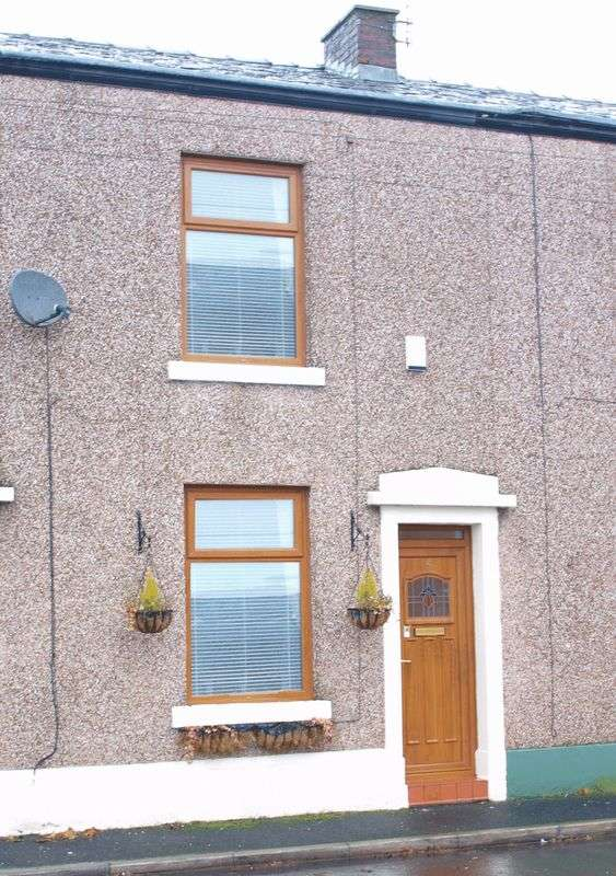 2 Bedrooms Terraced House for sale in Hollin Lane, Bamford, OL11 5PW