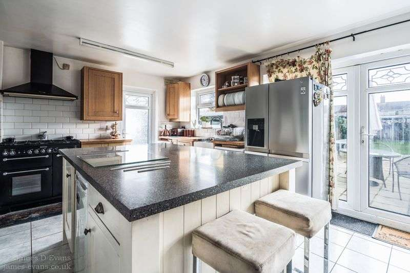 4 Bedrooms Semi Detached House for sale in Sutlej Road, Charlton