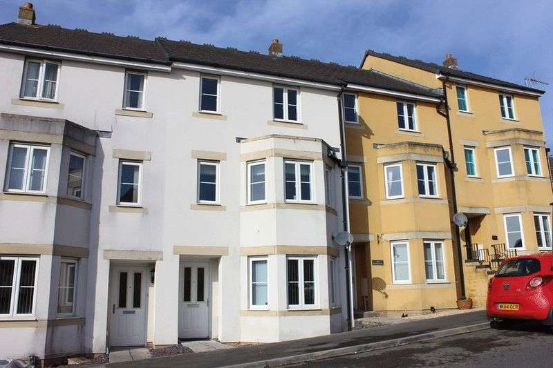 4 Bedrooms Terraced House for sale in Larcombe Road, St. Austell