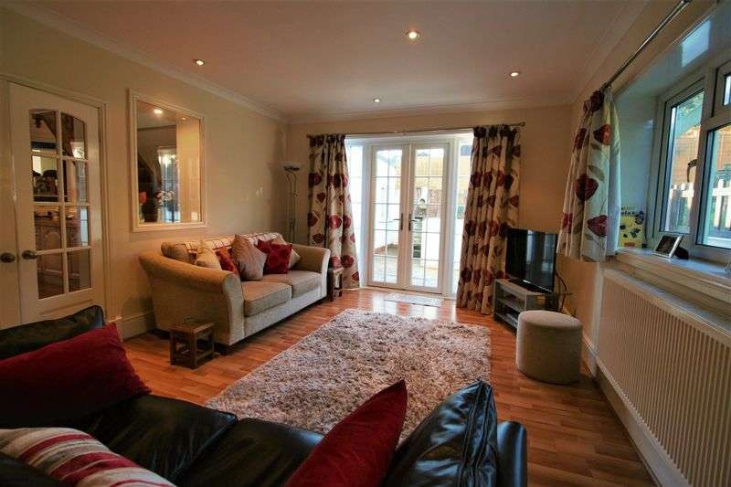 4 Bedrooms Detached House for sale in Bishops Close, Cardiff