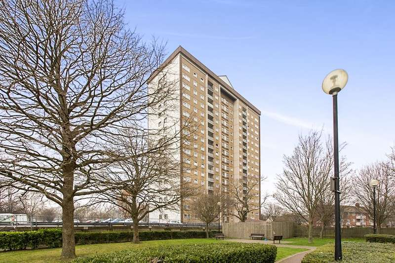 2 Bedrooms Flat for sale in Nickleby House All Saints Road, PORTSMOUTH, PO1