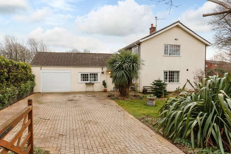 3 Bedrooms Detached House for sale in The Paddocks, Newport, NP10 8TH