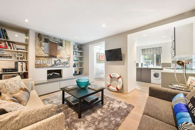 1 Bedroom Flat for sale in Cornwall Crescent, Notting Hill, London, W11