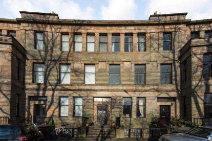 3 Bedrooms Flat for sale in Walmer Crescent, Glasgow