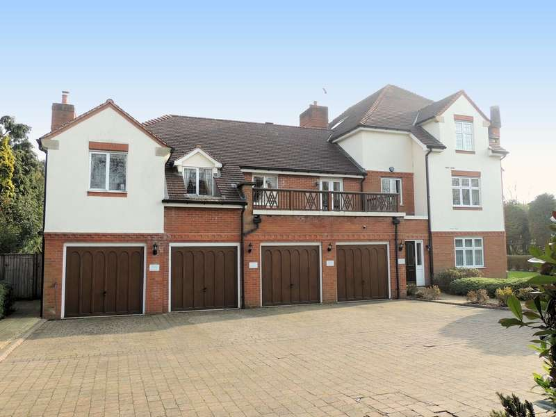 3 Bedrooms Flat for sale in Grove Road, Knowle