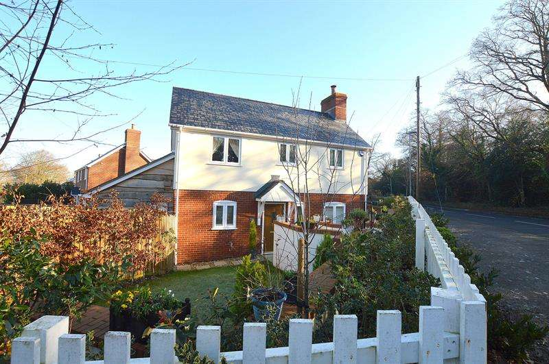 3 Bedrooms House for sale in Lonnen Road, Colehill, Wimborne