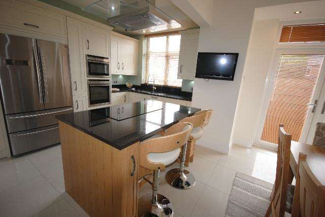 3 Bedrooms Terraced House for sale in Avondale Road, Wigan