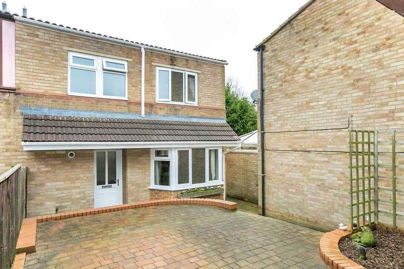 3 Bedrooms Semi Detached House for sale in Lingfield, Stacey Bushes, Milton Keynes