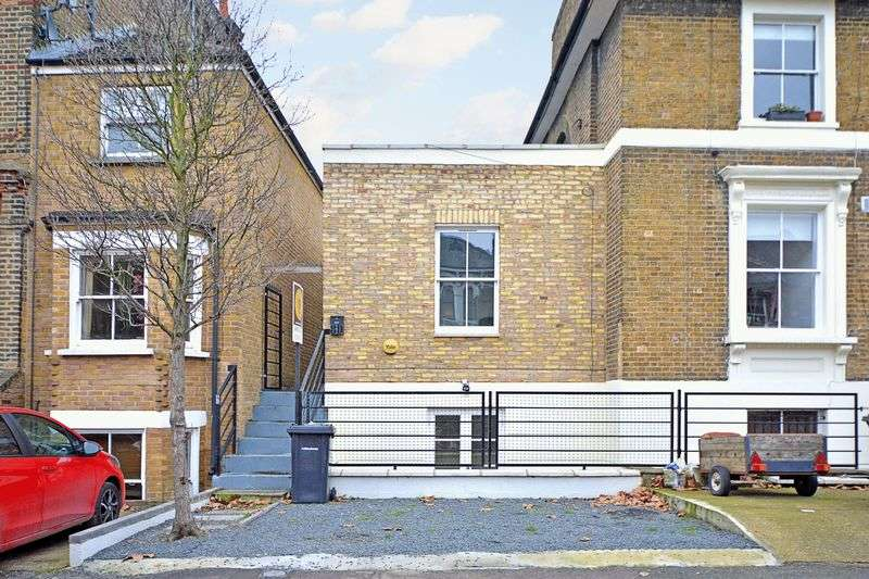 3 Bedrooms Semi Detached House for sale in Brookfield Road, London