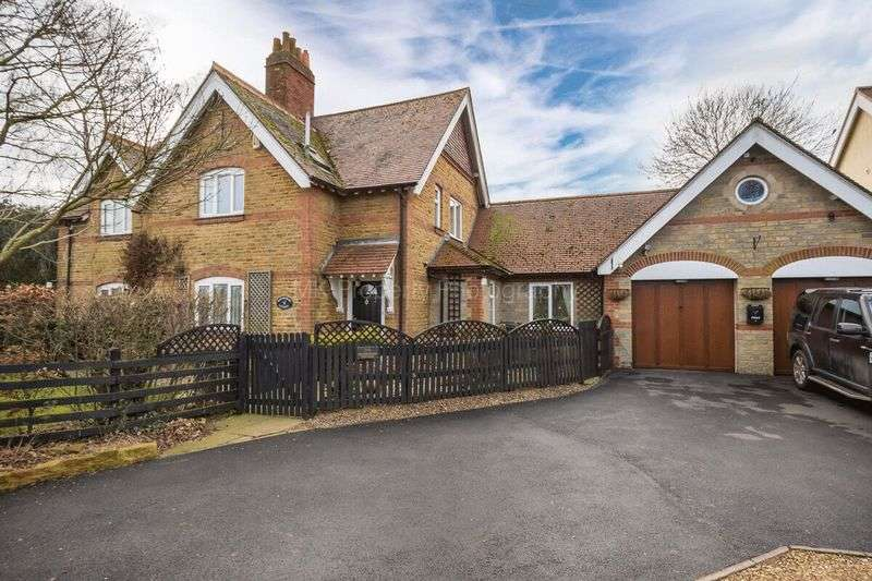 4 Bedrooms Detached House for sale in Billing Lane, Northampton
