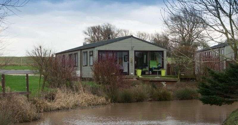 3 Bedrooms Property for sale in 113H Sunset Park, Sower Carr Lane, Hambleton, Poulton-Le-Fylde, Lancashire, FY6 9EQ