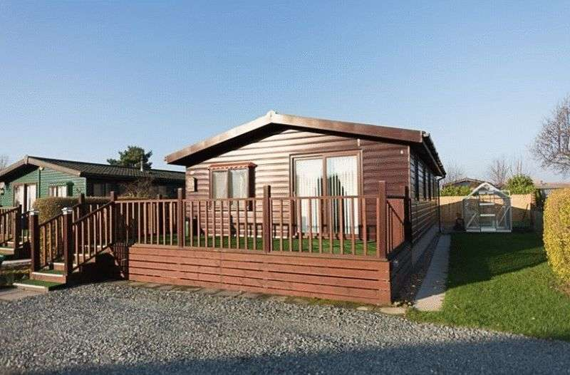 3 Bedrooms Bungalow for sale in 15MP Sunset Park, Sower Carr Lane, Hambleton, Poulton-Le-Fylde, Lancashire, FY6 9EQ