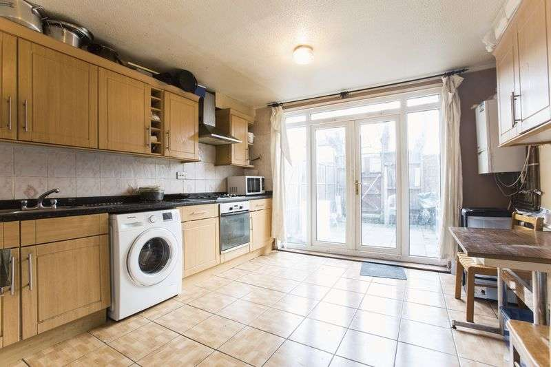 3 Bedrooms Terraced House for sale in Langford Close, Hackney Downs, E8