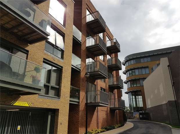 2 Bedrooms Flat for sale in Brewery Wharf, Brewery Lane, Twickenham, Middlesex