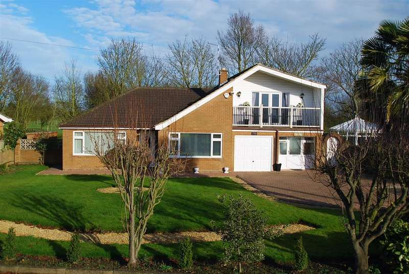 3 Bedrooms Detached House for sale in Roman Bank, Skegness