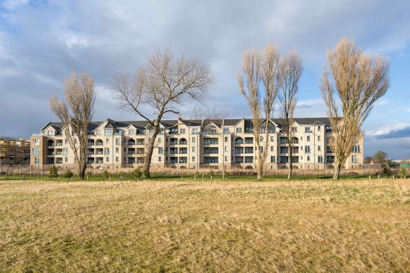 3 Bedrooms Flat for sale in Victoria Street, Carnoustie, Angus, DD7 7LF