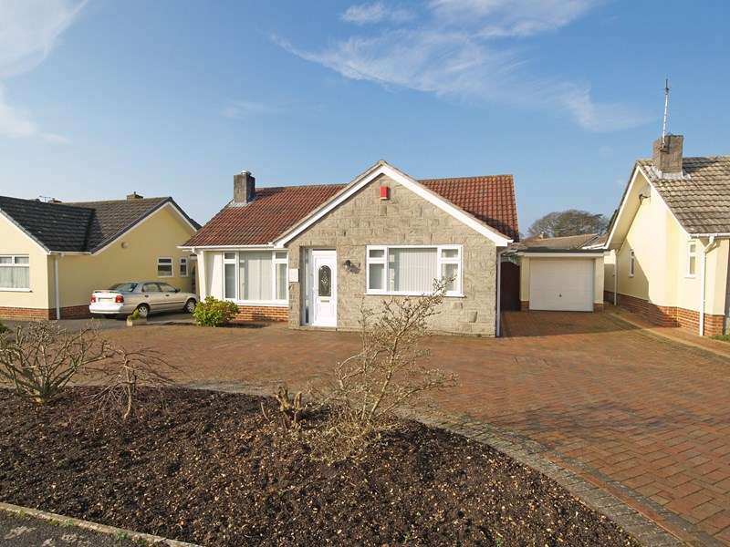 3 Bedrooms Bungalow for sale in Amberwood Drive, Highcliffe, Christchurch