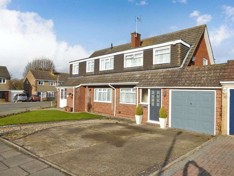 3 Bedrooms Semi Detached House for sale in Redfield Close, Dunstable