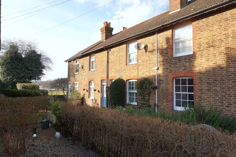 2 Bedrooms Terraced House for sale in South Nutfield