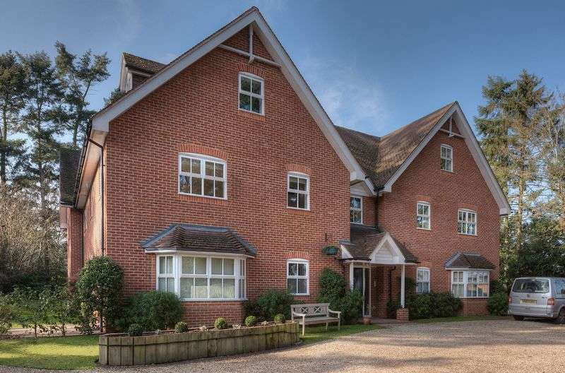 3 Bedrooms Flat for sale in Green Lane, Henley-On-Thames