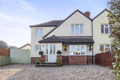 4 Bedrooms Semi Detached House for sale in Great Farthing Close, St Ives, Cambridgeshire