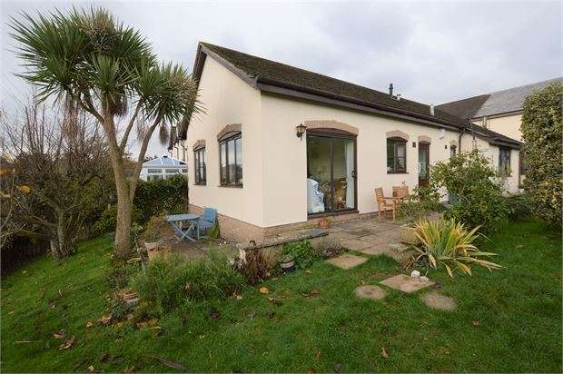 3 Bedrooms Detached Bungalow for sale in Manor Gardens, Abbotskerswell, Newton Abbot, Devon. TQ12 5RB
