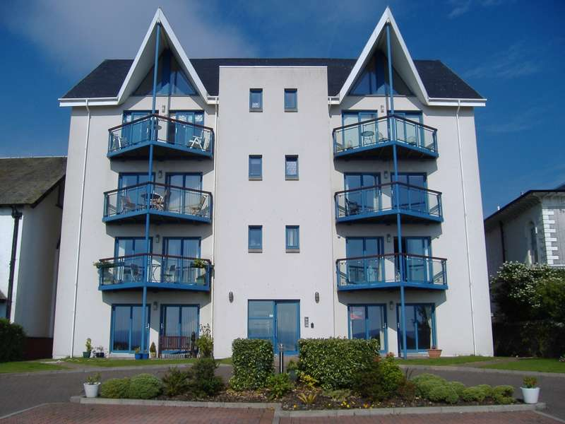 2 Bedrooms Flat for sale in 4 Sands Court, 139 Alexandra Parade, East Bay, Dunoon, PA23 8AW