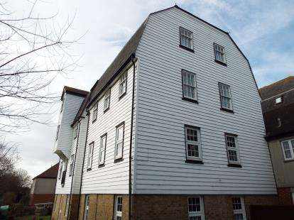 2 Bedrooms Flat for sale in The Garners, Rochford, Essex