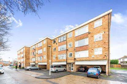 2 Bedrooms Flat for sale in Dagenham, Essex