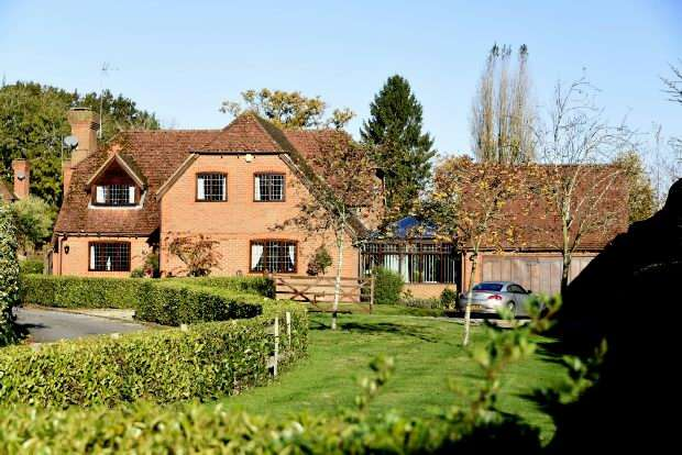 4 Bedrooms Detached House for sale in Russett Close Riseley Reading