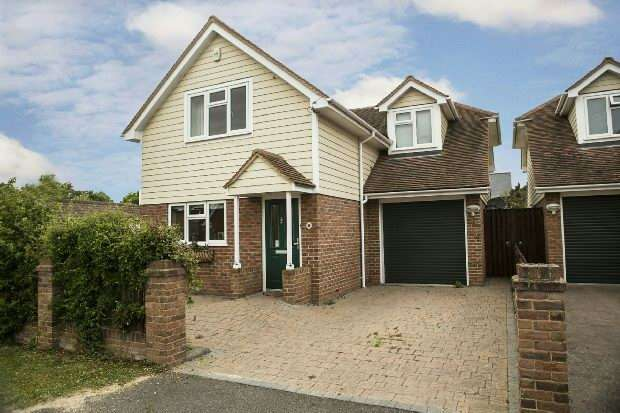 3 Bedrooms Detached House for sale in Wychelm Road Shinfield Reading