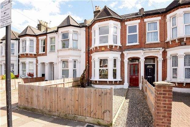 3 Bedrooms Flat for sale in Mellison Road, LONDON, SW17