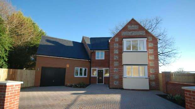 4 Bedrooms Detached House for sale in Clarendon Place, Salisbury
